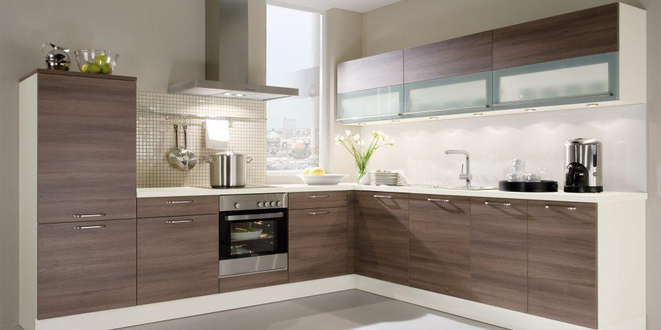 Ihre Küche ist Ausdruck Ihres Lebensgefühls und sollte genau auf Ihre Bedürfnisse zugeschnitten sein. Deshalb ist es uns wichtig, die Küche gemeinsam mit Ihnen – gerne auch bei Ihnen zuhause – zu planen. So können wir alle Aspekte berücksichtigen: Raumeindruck, Licht- und Farbverhältnisse, Stauraumbedarf, Wahl der Elektrogeräte, Ergonomie, Licht, Geräuschpegel. Und natürlich die unendliche Geschichte von Farben, Formen und Materialien. Wir sorgen dafür, dass Sie Ihre perfekte Küche erhalten!